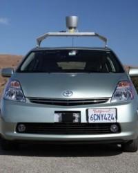 Google'ın sürücüsüz arabası
