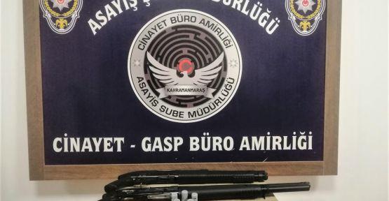 'DUR' İHTARINA UYMADI KAÇARKEN POLİS MEMURUNU OTOMOBİLLE SÜRÜKLEDİ